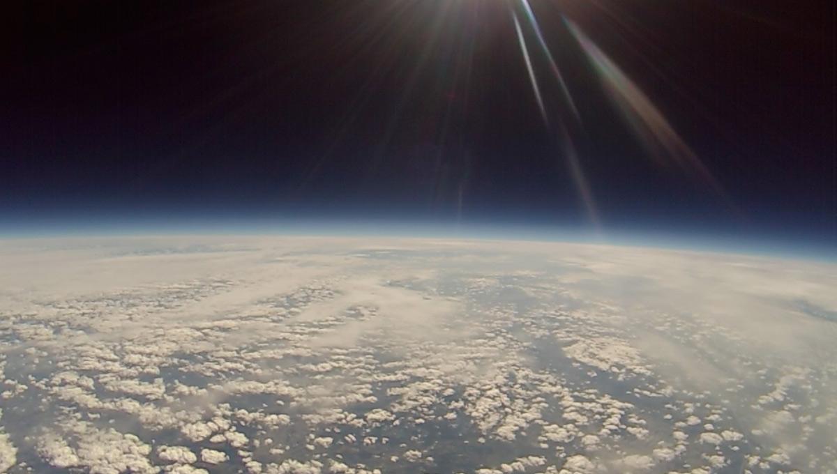 Die Stratosphäre mit Wolken