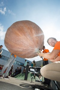 Marcel mit Wetterballon