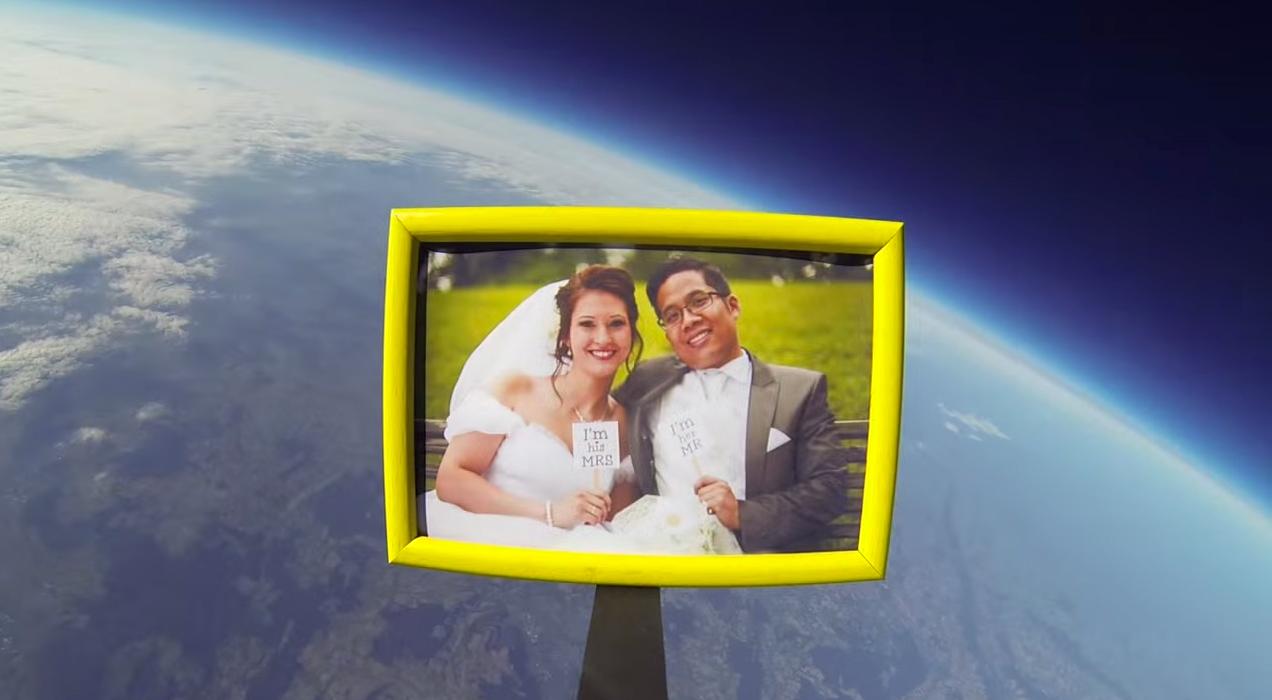 Hochzeitsbild in der Stratosphäre
