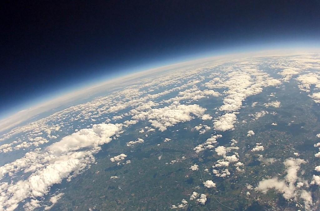 Stratosphäre mit Wolken