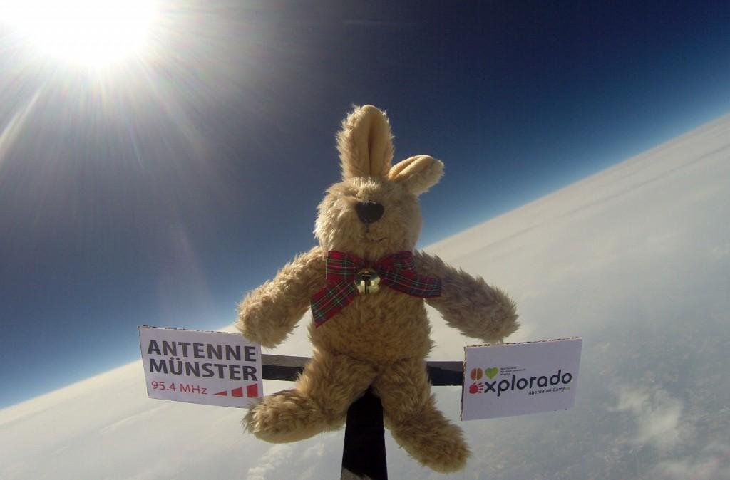 Teddy in der Stratosphäre
